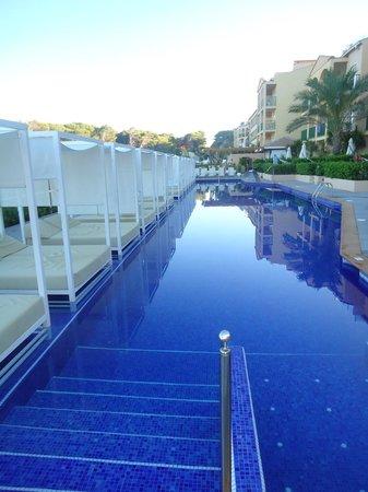Zafiro Cala Mesquida: Chill Out Pool (Swim Up Apartment Pool)