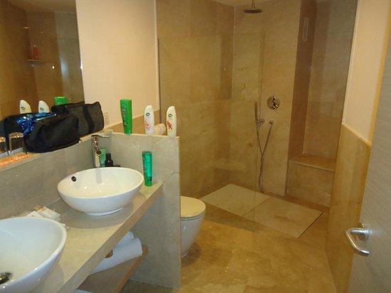 Viva Cala Mesquida Club: Large Bathroom