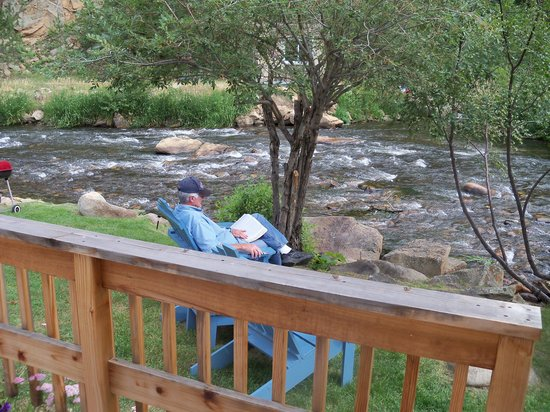 Whispering Pines Cottages On The River: Reading by the river