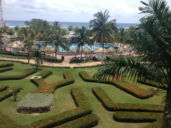 ClubHotel Riu Ocho Rios: pool and ocean