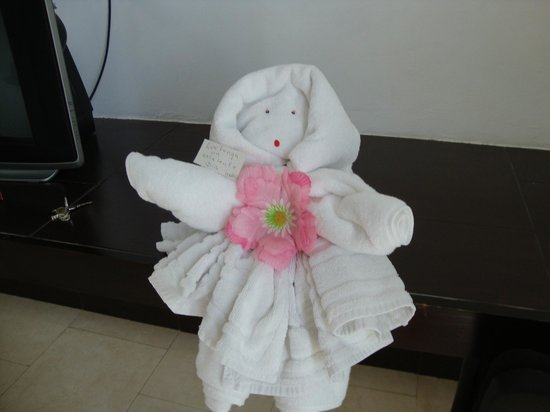 Hotel Plaza Playa : cheerful towel art by maid