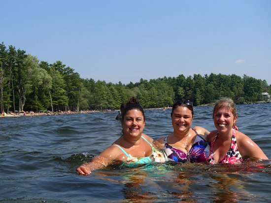 Sebago Lake State Park: Look at that beautiful backdrop!