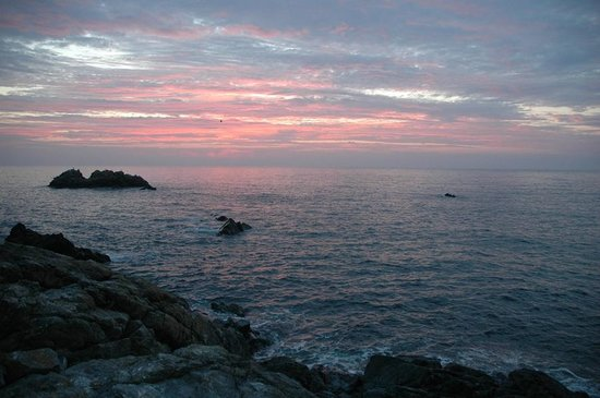 Porthkerris Divers: Sunrise above the Portkerris dive site