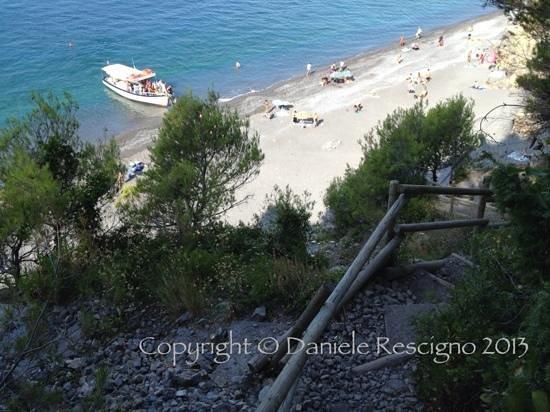 Ameglia, Italia: vista dall'alto: battello in arrivo