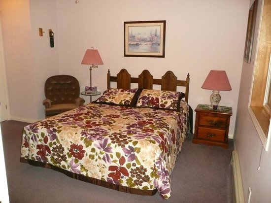 Barbara Lynn's Country Inn: Meadow Room