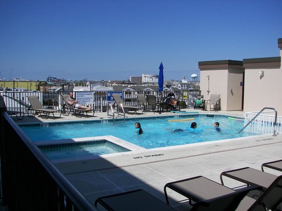 Shore Plaza Beach Resort: Rooftop pool and hot tub