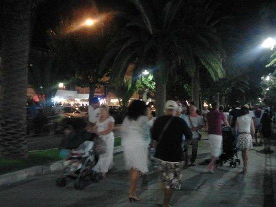 B&B La Suite: Passeggio notturno sul litorale