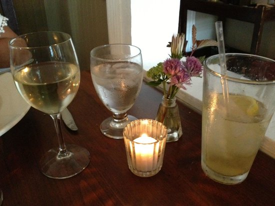 Rose & Kettle Restaurant : romantic!