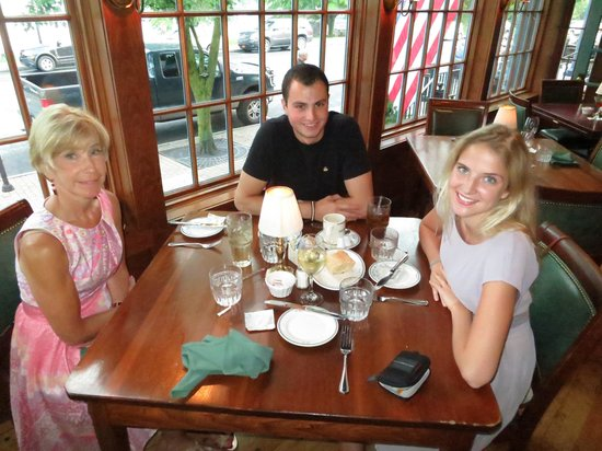 Sherwood Inn: Bar Resturant