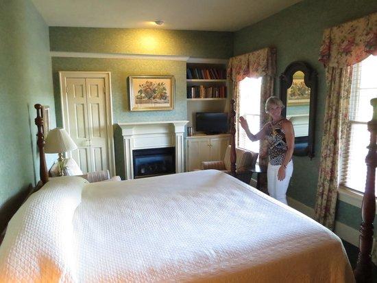Sherwood Inn: Room 41