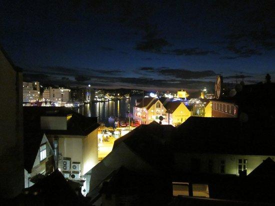 Bryggen Panorama Suites: Het uitzicht bij avond
