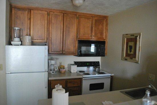 Bridgeport Resort: Kitchen area