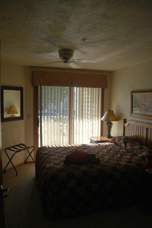 Bridgeport Resort: Queen room