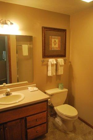 Bridgeport Resort: Queen bath