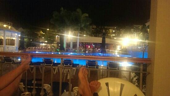 Bahia Princess Hotel: watching the entertainment from our balcony , low cost drinks lol