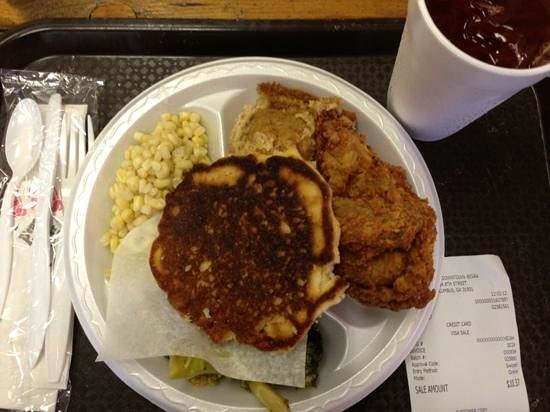 Minnie's Uptown: fried chicken and corn bread