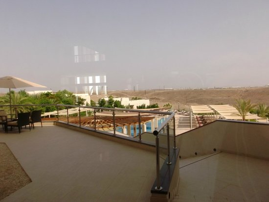 Crowne Plaza Sohar: Outside - swimming pool
