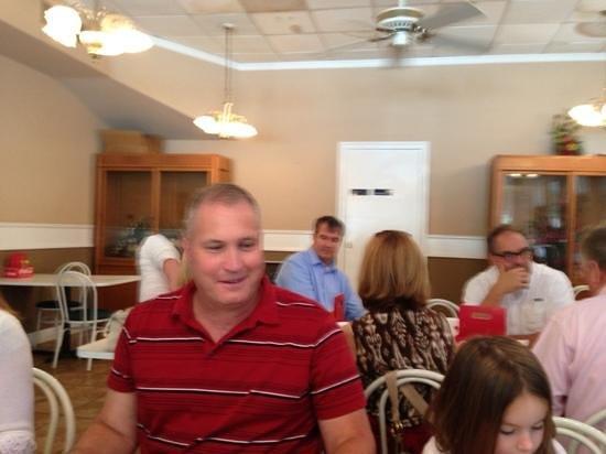 Minnie's Uptown: Joe enjoying his lunch