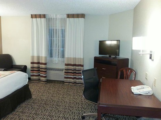 Hawthorn Suites by Wyndham Salt Lake City-Fort Union: Office desk and TV
