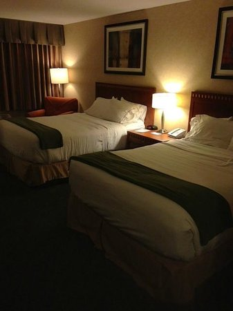 Holiday Inn Express Kelowna: Room