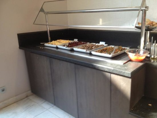 Grupotel Gran Via 678: Breakfast, cold meats, hot eggs, sausage, bacon, slightly different everyday