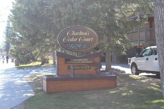 Charlton's Banff: Placa indicativa na rua