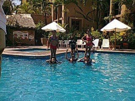 Villas El Rancho Green Resort: Alberca segura para los niños.