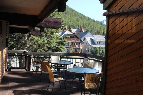 Charlton's Banff: Varanda de uso dos hospedes