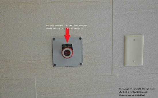 Holiday Inn Express Hotel & Suites Waycross: The Button to turn on the Jets in the Jacuzzi a sign is needed here?