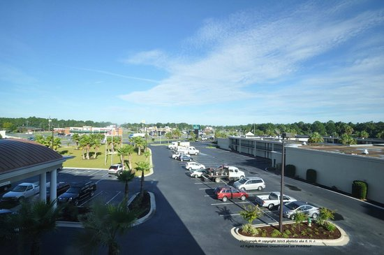 Holiday Inn Express Hotel & Suites Waycross: My view from my room 303