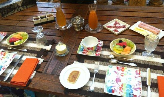 Les Buis: Beautiful breakfast