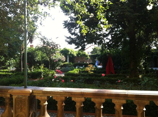 Les Buis: View of the garden from the breakfast terrace