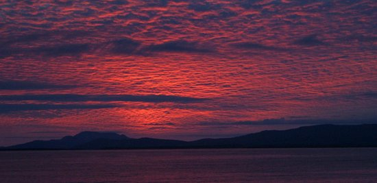 Creevy Pier Hotel: Sunset in Donegal Bay