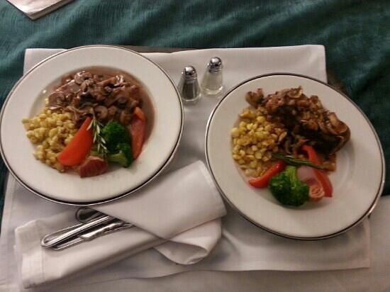 Hotel Blackfoot: room service