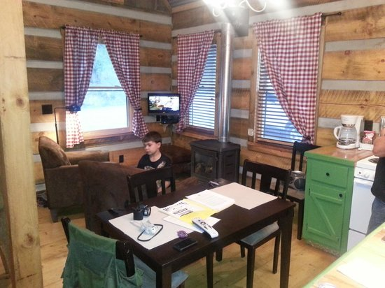 Frog Holler Cabins : getlstd_property_photo