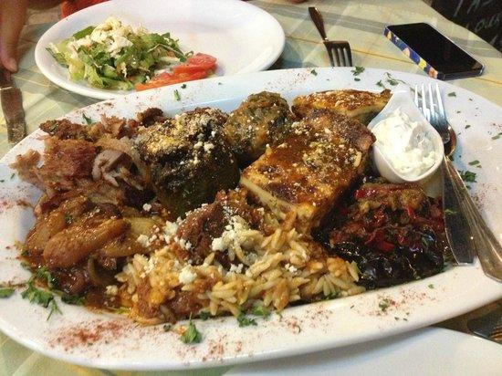 Taverna Samiopoula: Piatto con 10 specialità greche