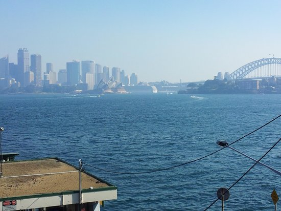 Cremorne Point to Mosman Bay Walk: A smokey day across the harbour