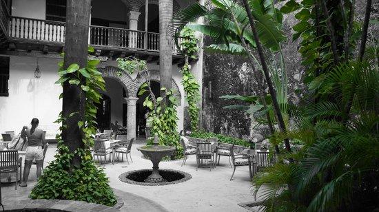 El Marqués Hotel Boutique: Pateo jardim