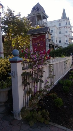 Beauclaire's Bed and Breakfast: Beautiful Gardens