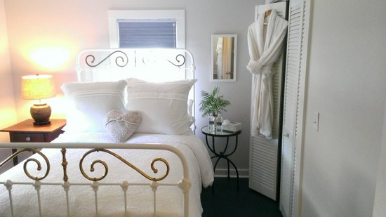 Beach Cottage, Bedroom 1 - Picture of The Farmhouse Bed and ...