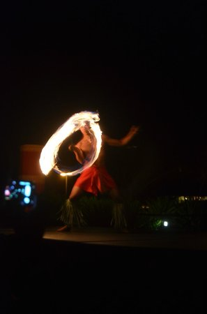 Sheraton Kauai Resort : The fire on a breezy night