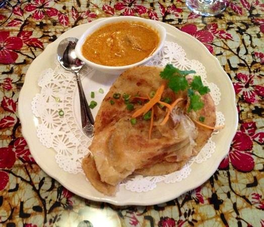 Flavours Restaurant: Roti and Curry Chicken appetizer.