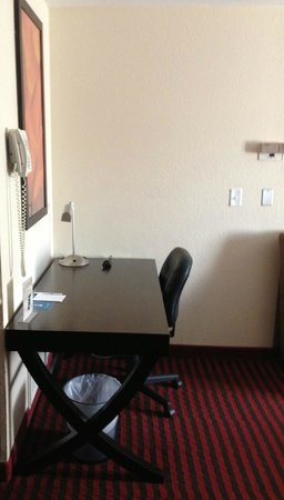 HYATT House Dallas/Las Colinas : desk in the living area