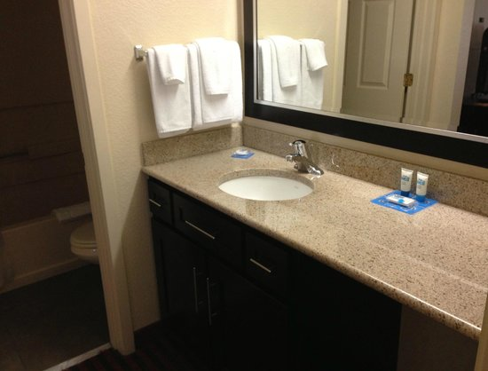 HYATT House Dallas/Las Colinas : first bathroom