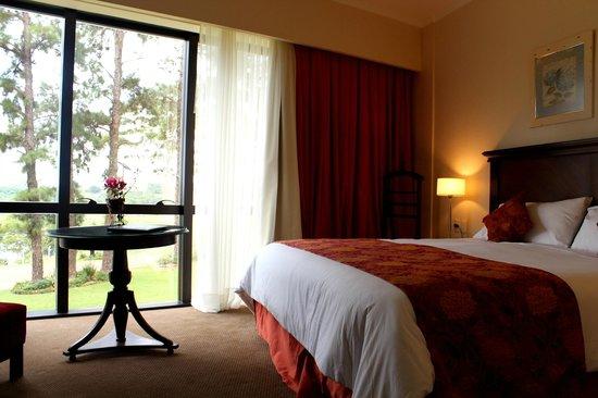 Hotel Casino Acaray: Habitación Ejecutiva Vista Río y Jardín