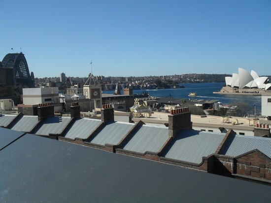 Sydney Harbour YHA: Roof top view Harbour Bridge left and Opera House right