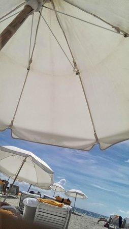 Shore Club South Beach Hotel: Beach Umbrella - Chairs are complementary