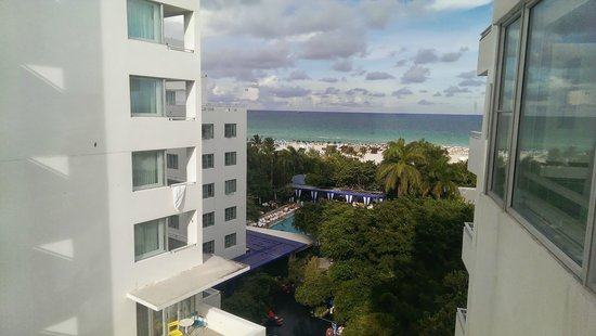 Shore Club South Beach Hotel: View from the living room