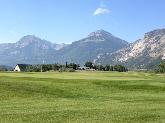 Waterton Lakes Golf Course : golf with a view