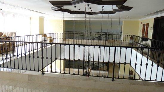 Djibouti Palace Kempinski: ロビーへのエレベーターホール